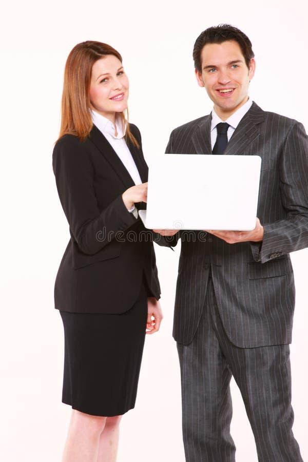 Homem de negócios e mulher de negócios com portátil foto de stock