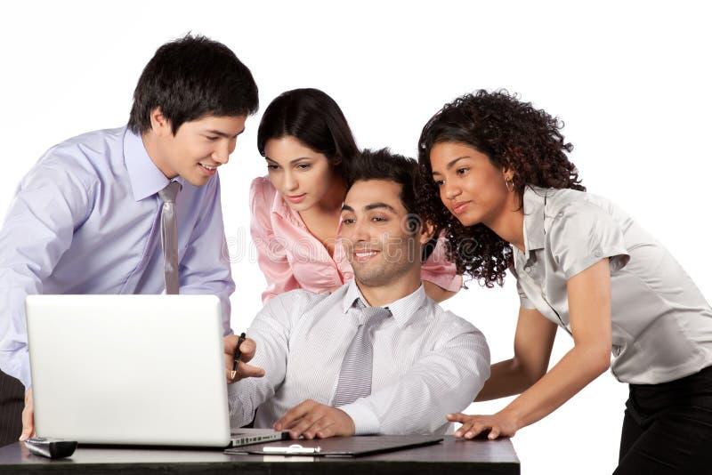 Homem de negócios e mulher de negócios Using Laptop foto de stock royalty free