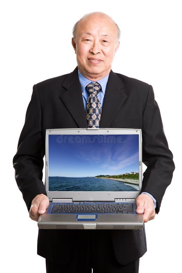 Homem de negócios e portátil asiáticos sênior fotografia de stock