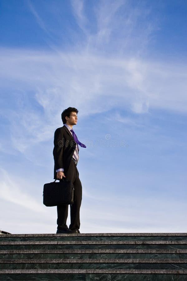 Homem de negócios em escadas imagens de stock