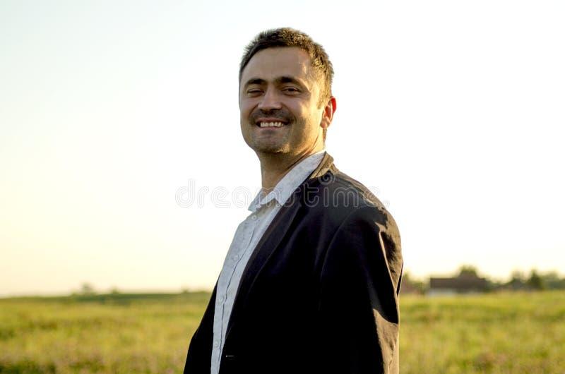 Homem de negócios em férias foto de stock
