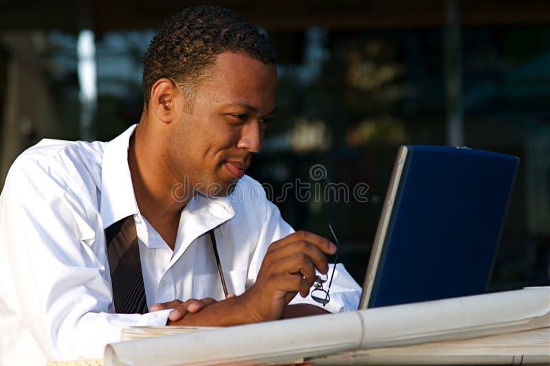 Homem de negócios em um café fotos de stock