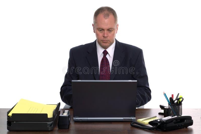 Homem de negócios em um portátil fotografia de stock