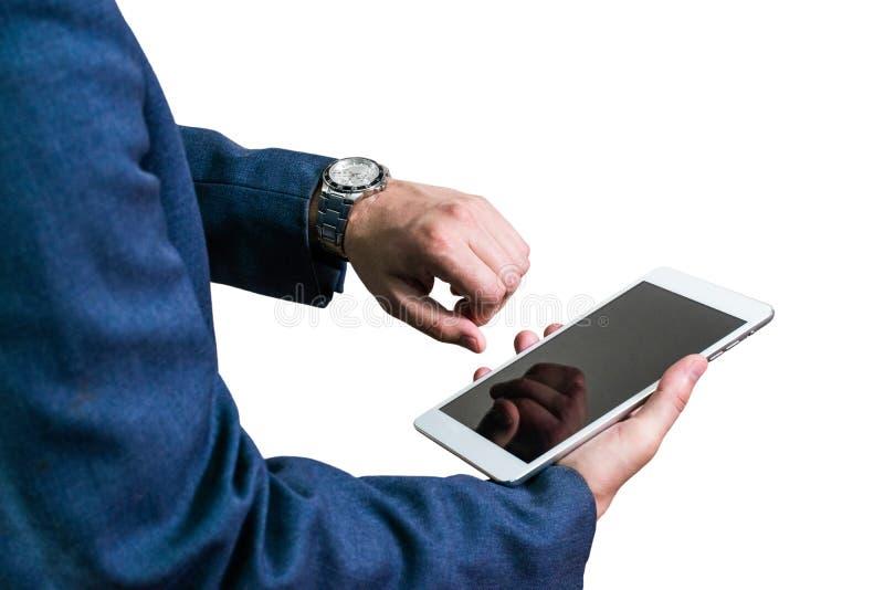 Homem de negócios em um revestimento que guarda uma tabuleta imagens de stock royalty free