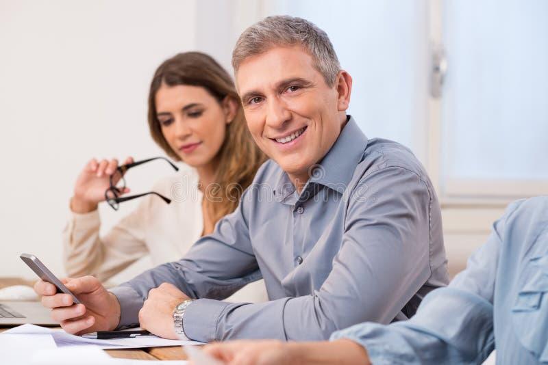 Homem de negócios em uma reunião fotografia de stock royalty free