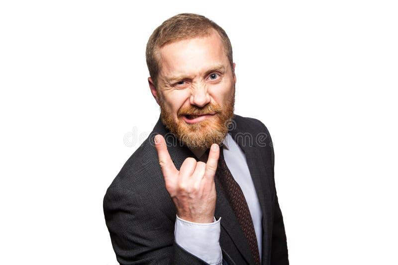 Homem de negócios engraçado que faz o chifre gesticular - o sinal do rock and roll foto de stock