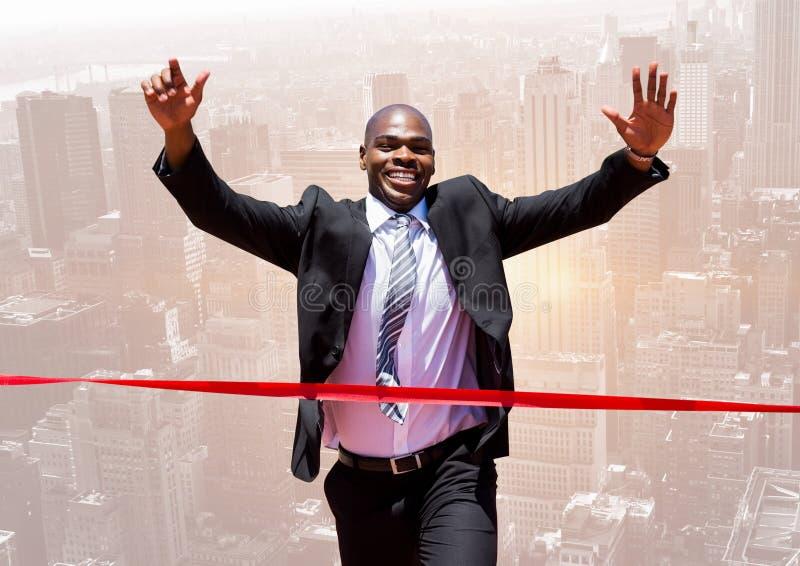 Homem de negócios entusiasmado que cruza o meta fotos de stock