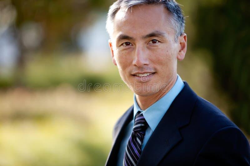 Homem de negócios envelhecido médio no terno e no laço imagem de stock royalty free