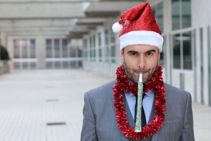 Homem de negócios excêntrico vestido acima para party duramente imagem de stock