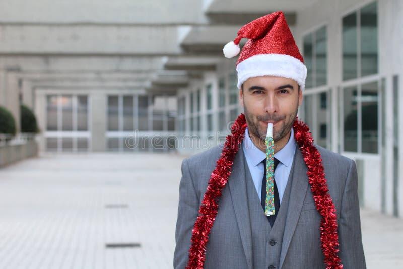 Homem de negócios excêntrico vestido acima para party duramente imagens de stock