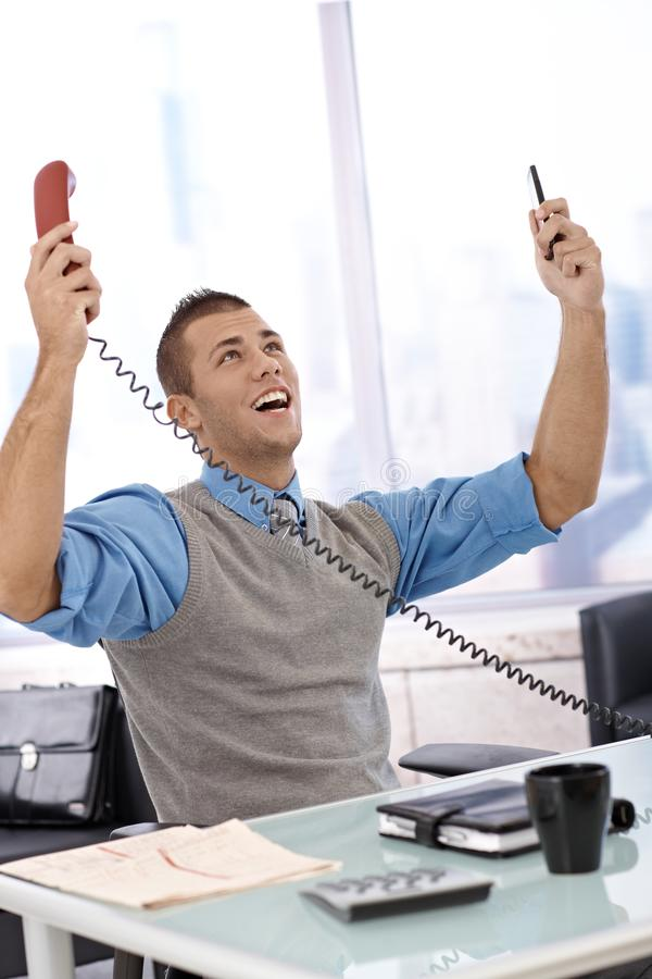 Homem de negócios feliz com telefone fotos de stock royalty free