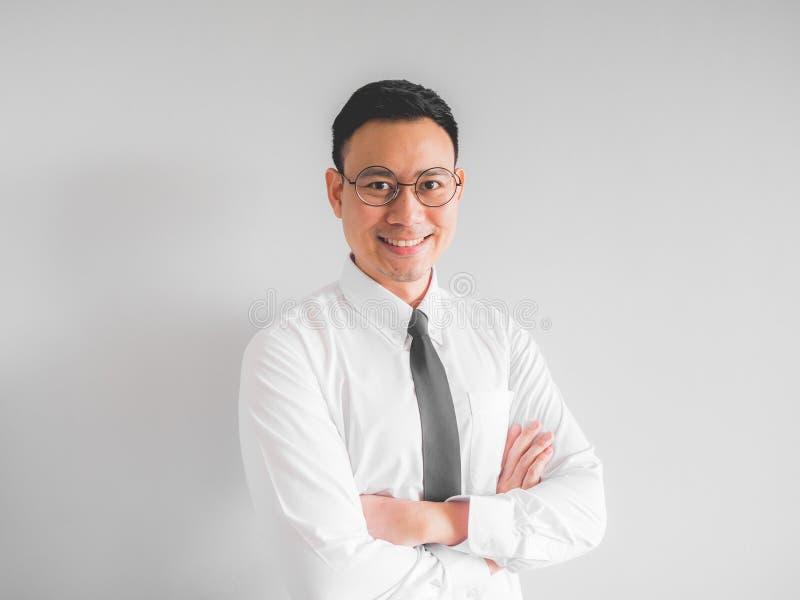 Homem de negócios feliz do empregado no uniforme do escritório imagem de stock