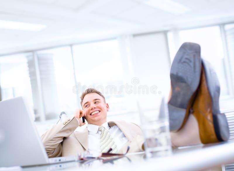 Homem de negócios feliz satisfeito imagem de stock royalty free
