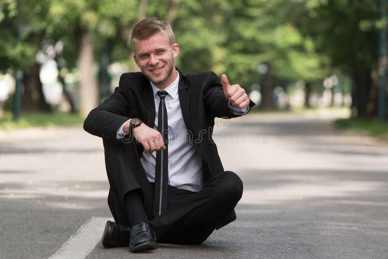 Homem de negócios feliz Showing Thumbs-Up Sign fotografia de stock royalty free