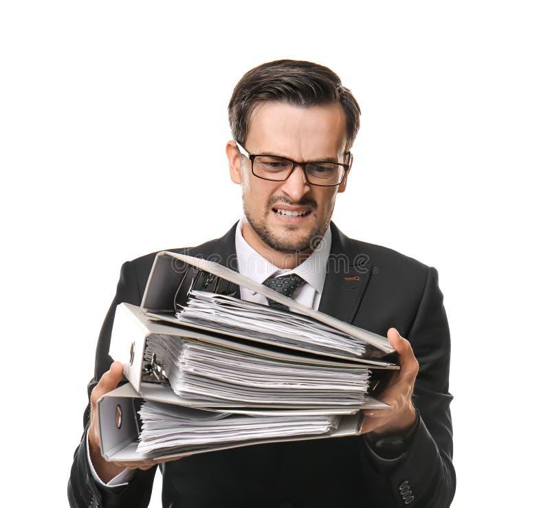 Homem de negócios forçado considerável com documentos no fundo branco imagens de stock