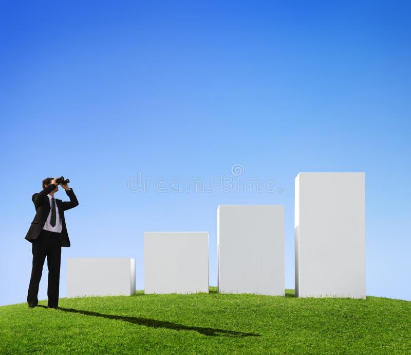 Homem de negócios Forecasting o crescimento do negócio imagem de stock