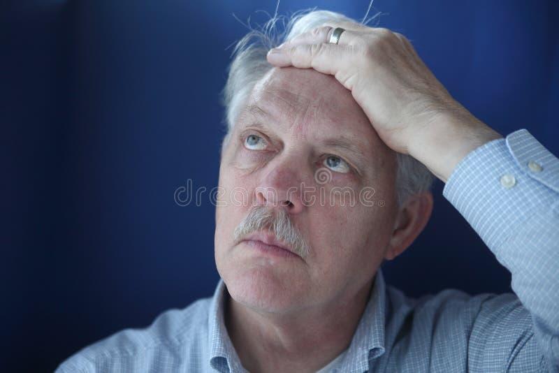 Homem de negócios frustrante fotografia de stock royalty free