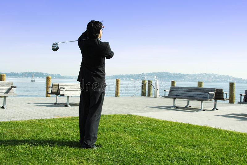 Homem de negócios Golfing foto de stock royalty free