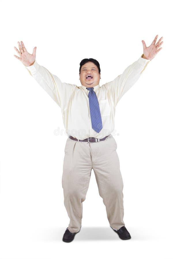 Homem de negócios gordo que comemora seu sucesso no estúdio fotos de stock