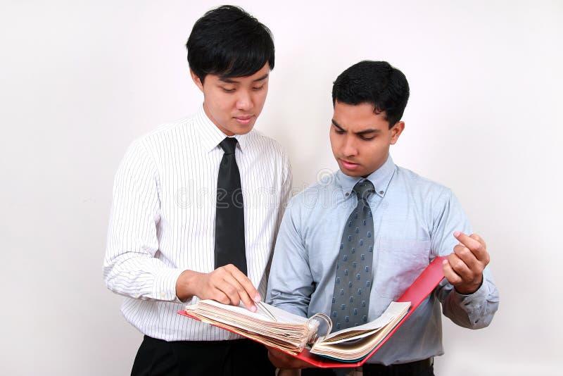 Homem de negócios indiano e chinês. fotografia de stock