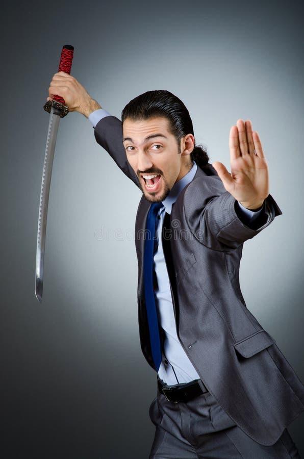Homem de negócios irritado