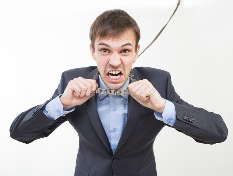 Homem de negócios irritado na corrente com um colar foto de stock