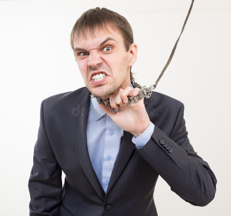 Homem de negócios irritado na corrente com um colar imagem de stock