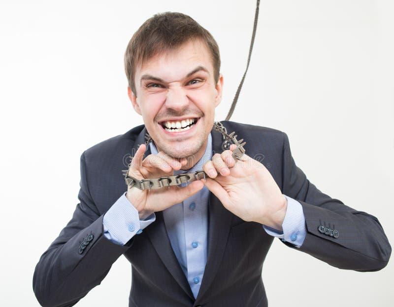 Homem de negócios irritado na corrente com um colar imagens de stock