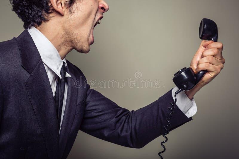 Homem de negócios irritado no telefone imagem de stock royalty free