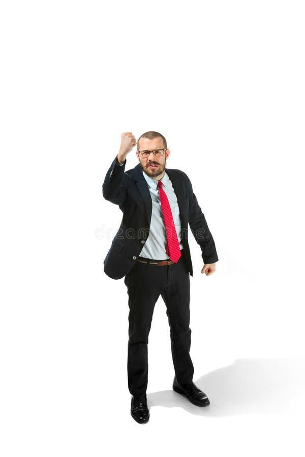 Homem de negócios irritado que ameaça e que aponta à câmera No branco imagens de stock