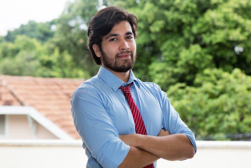 Homem de negócios latin sério com barba fotos de stock royalty free
