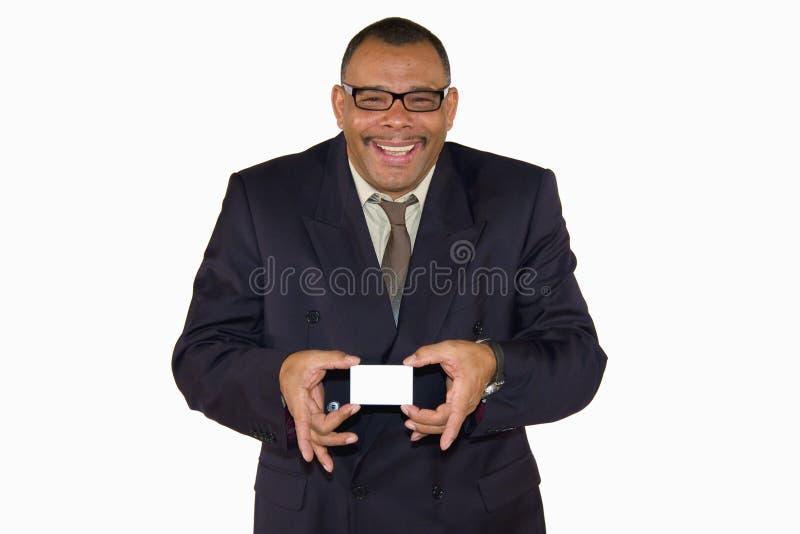 Homem de negócios maduro de sorriso que apresenta o cartão imagem de stock