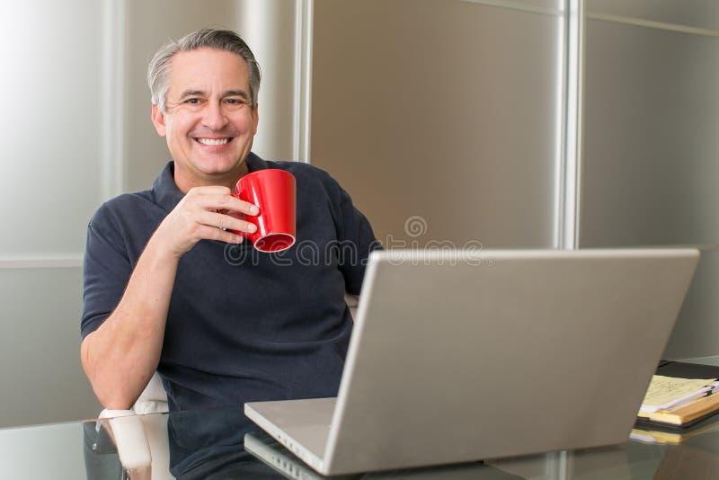 Homem de negócios maduro ocasional imagens de stock royalty free
