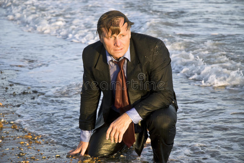 Homem de negócios molhado deprimido fotos de stock