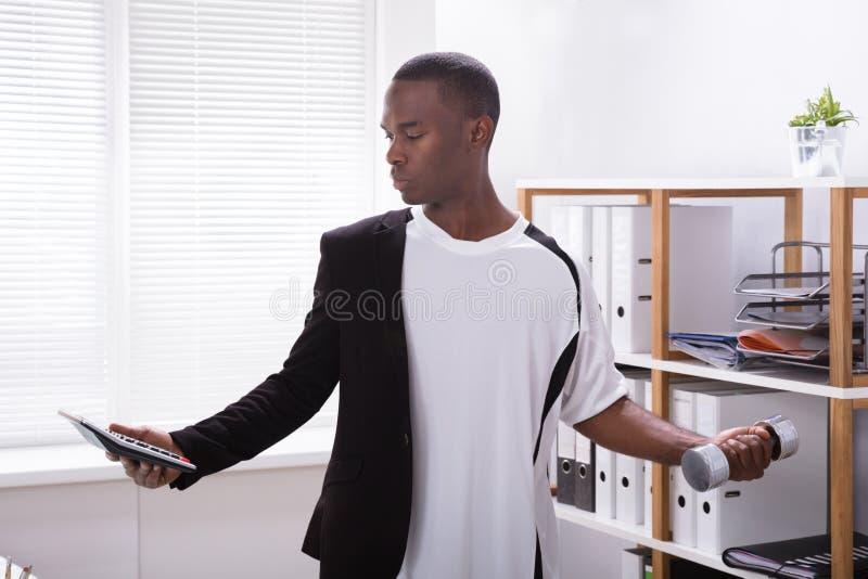 Homem de negócios With Multi Task foto de stock