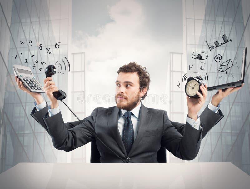 Homem de negócios a multitarefas imagem de stock