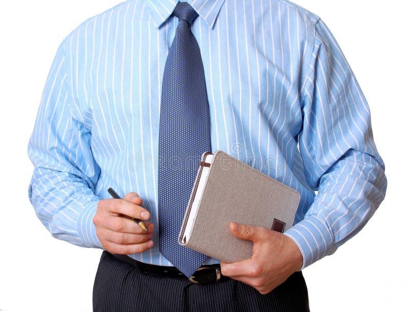 Homem de negócios na camisa azul com livro e pena de nomeação foto de stock royalty free