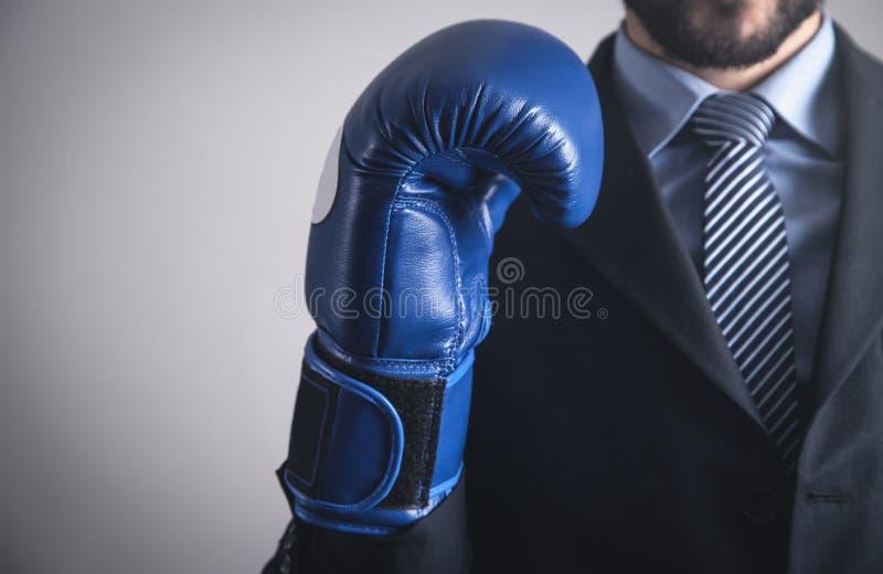 Homem de negócios na luva de encaixotamento Neg?cio, poder, esporte fotos de stock