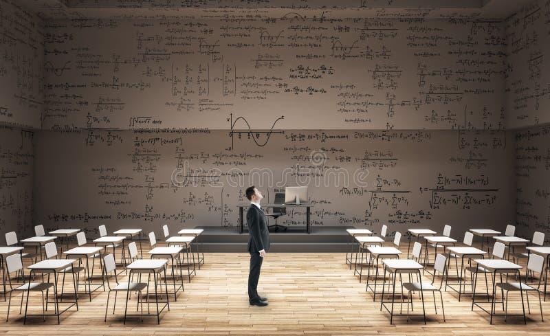 Homem de negócios na sala de aula limpa imagem de stock royalty free