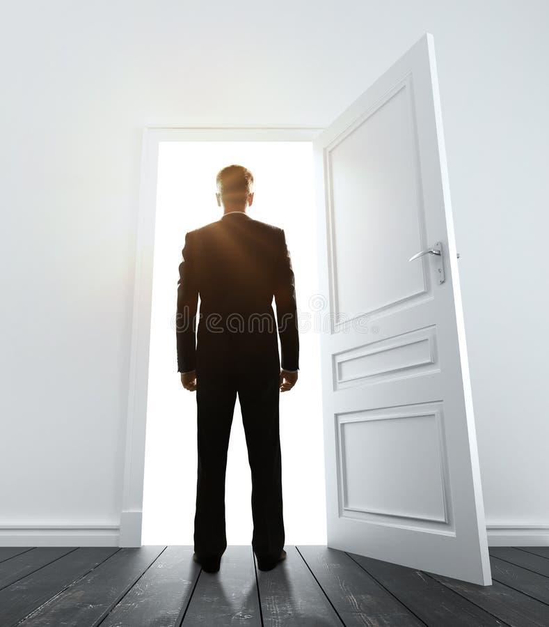 Homem de negócios na sala branca foto de stock royalty free