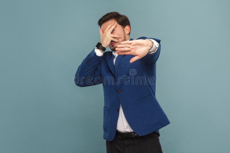 Homem de negócios nervoso assustado e pânico fotografia de stock