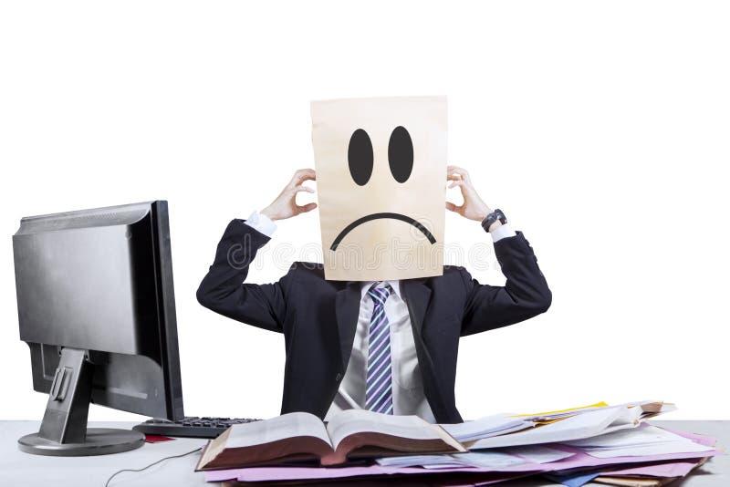 Homem de negócios anônimo fatigante no escritório 2 imagens de stock royalty free