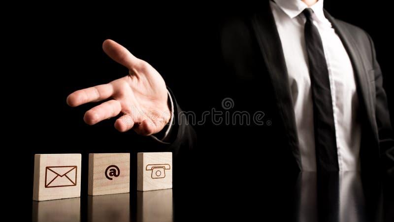 Homem de negócios no conceito simples do contato imagens de stock