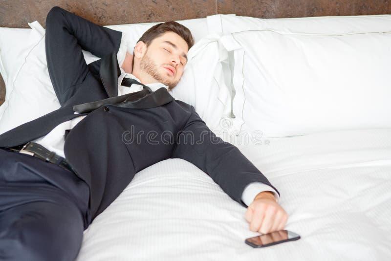 Homem de negócios no hotel de luxo foto de stock royalty free