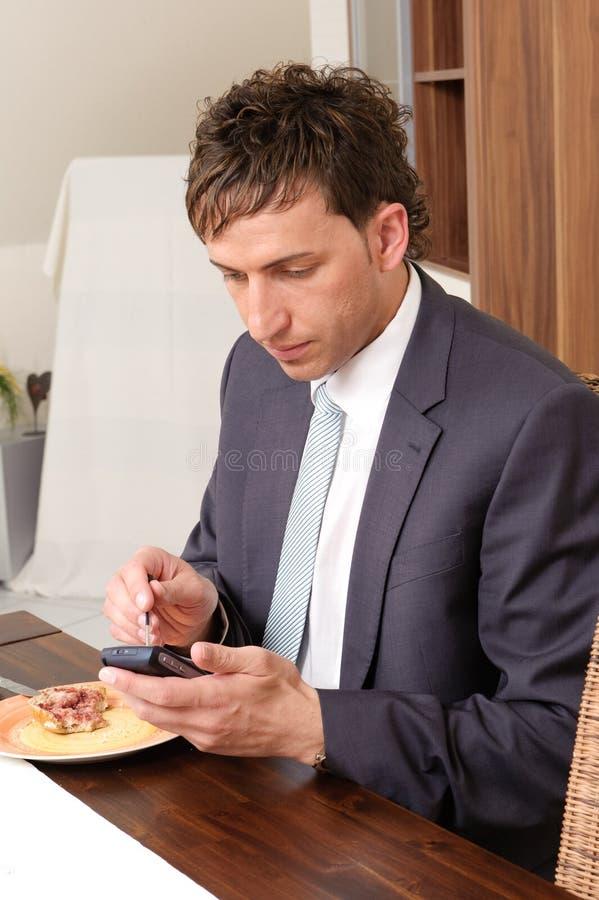 Homem de negócios no pequeno almoço fotografia de stock