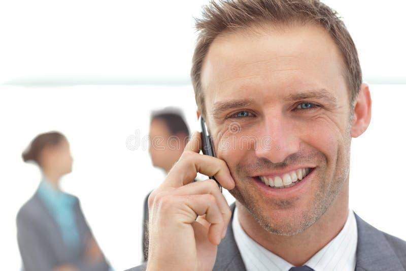 Homem de negócios no telefone durante uma reunião foto de stock royalty free