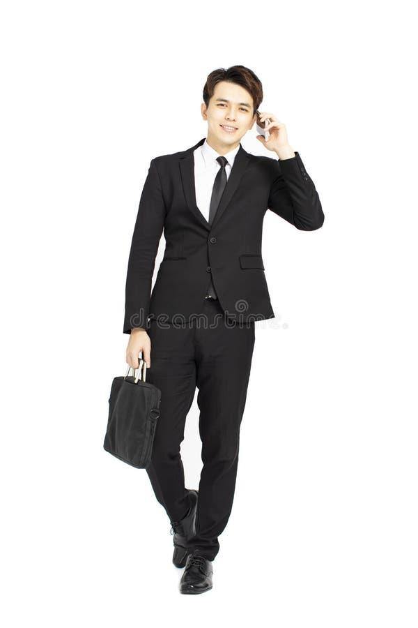 homem de negócios no terno e discurso no telefone imagem de stock royalty free