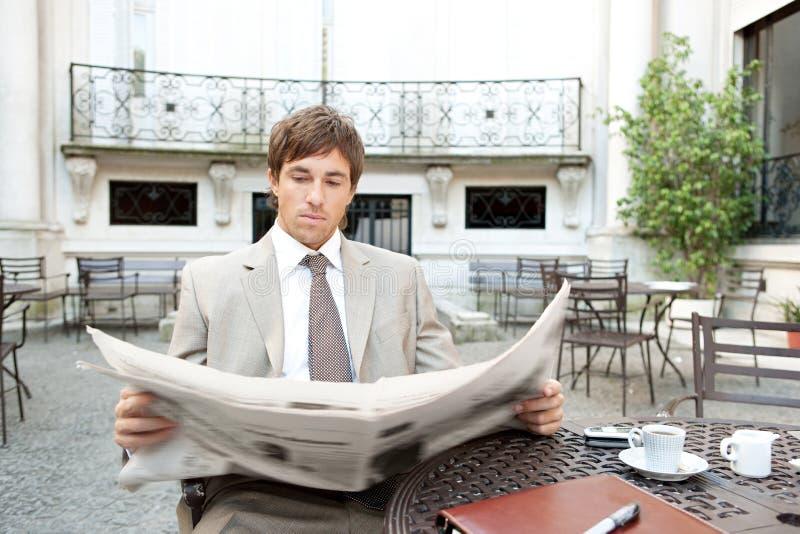 Download Homens De Negócio Que Encontram-se No Café. Imagem de Stock - Imagem de hispânico, celular: 29846185
