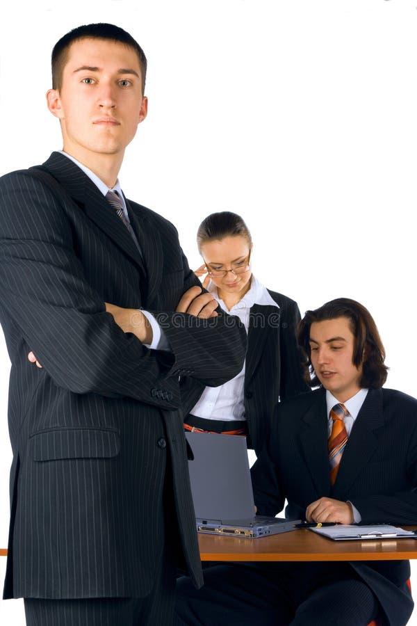 Homem de negócios novo com equipe fotos de stock royalty free