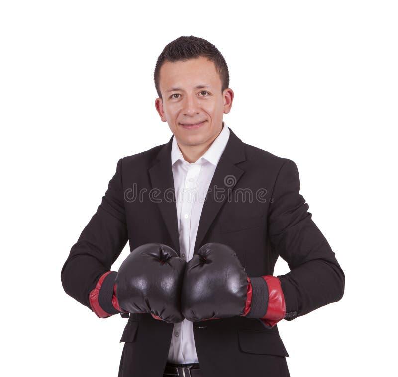 Homem de negócios novo de sorriso com luvas de encaixotamento fotos de stock royalty free